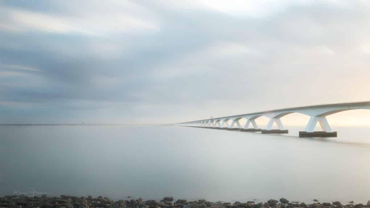 Die Zeelandbrücke am frühen Morgen
