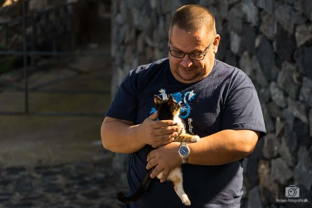 Thomas und die kleine Katze