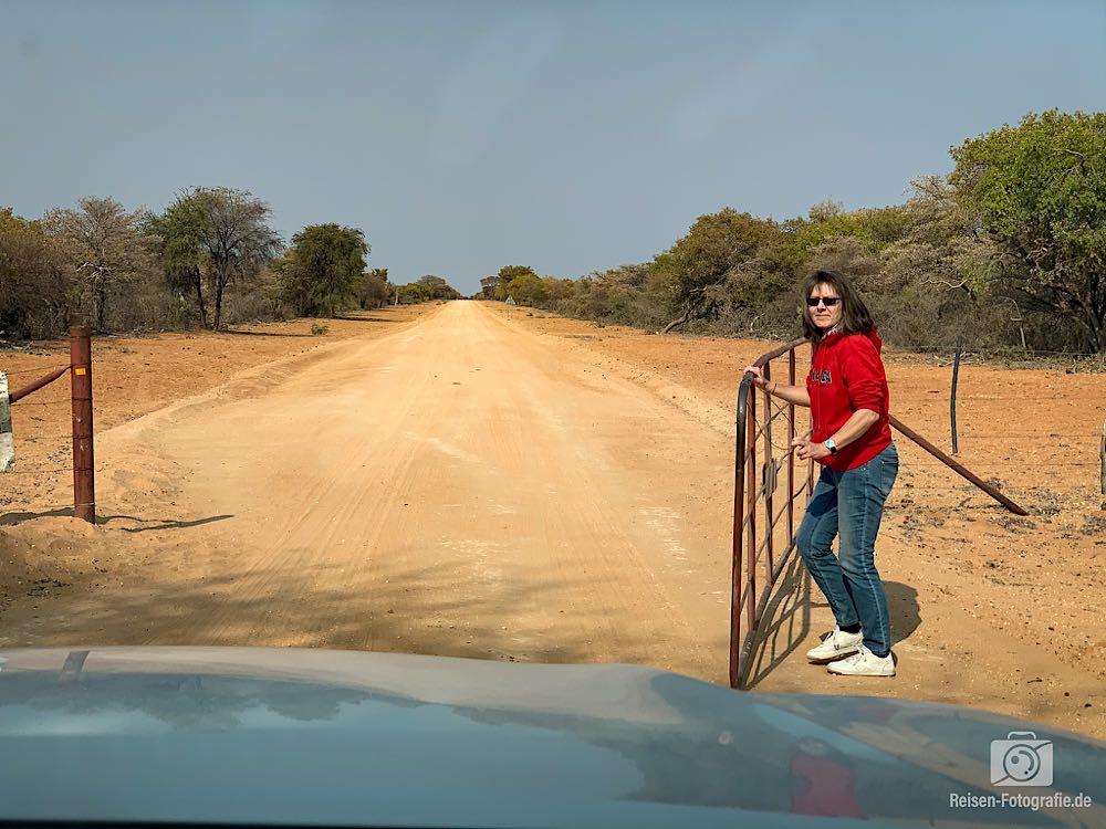 Tore auf den Landstraßen in Namibia