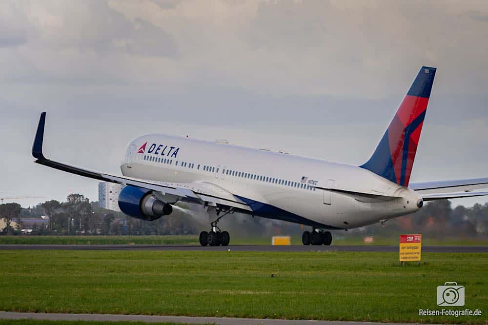Boeing 767-332/ER -Delta Air Lines