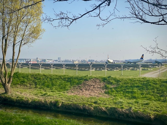 Spazieren am Flughafen Düsseldorf