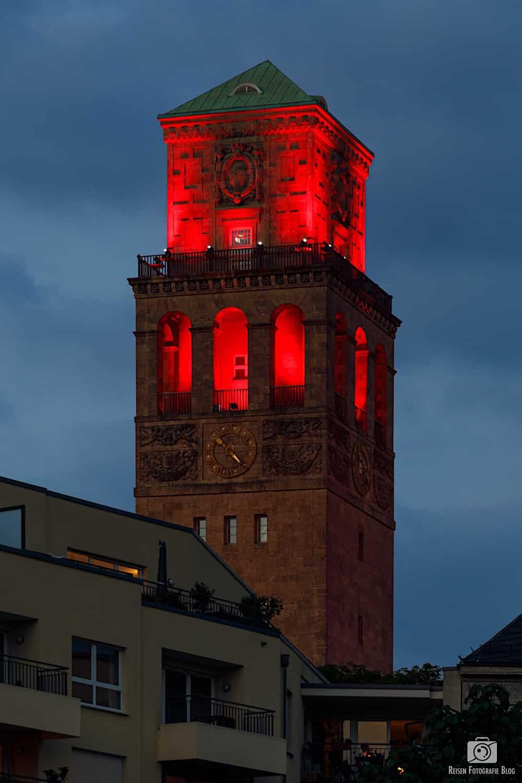 Night of Light - Rathausturm in rotem Licht