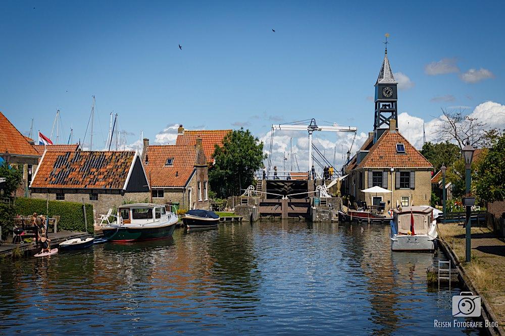 Blick Richtung alte Schleuse und alten Hafen