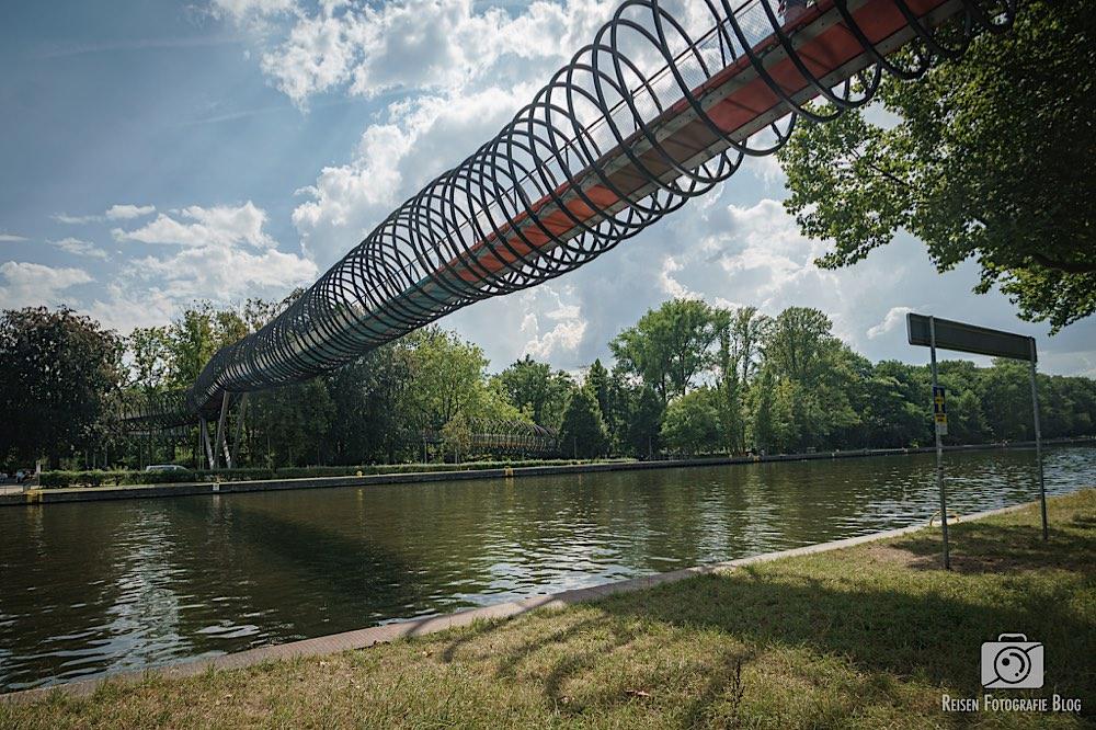 Slinky Springs to Fame - Spiralbrücke