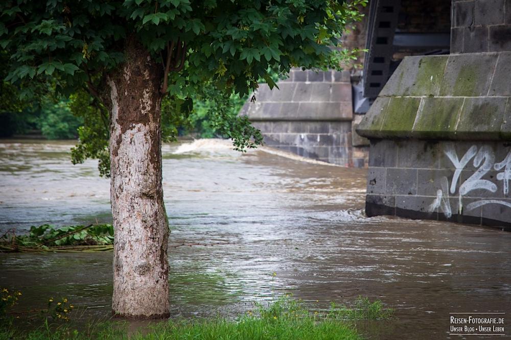 Wasser an den Brückenpfeilern