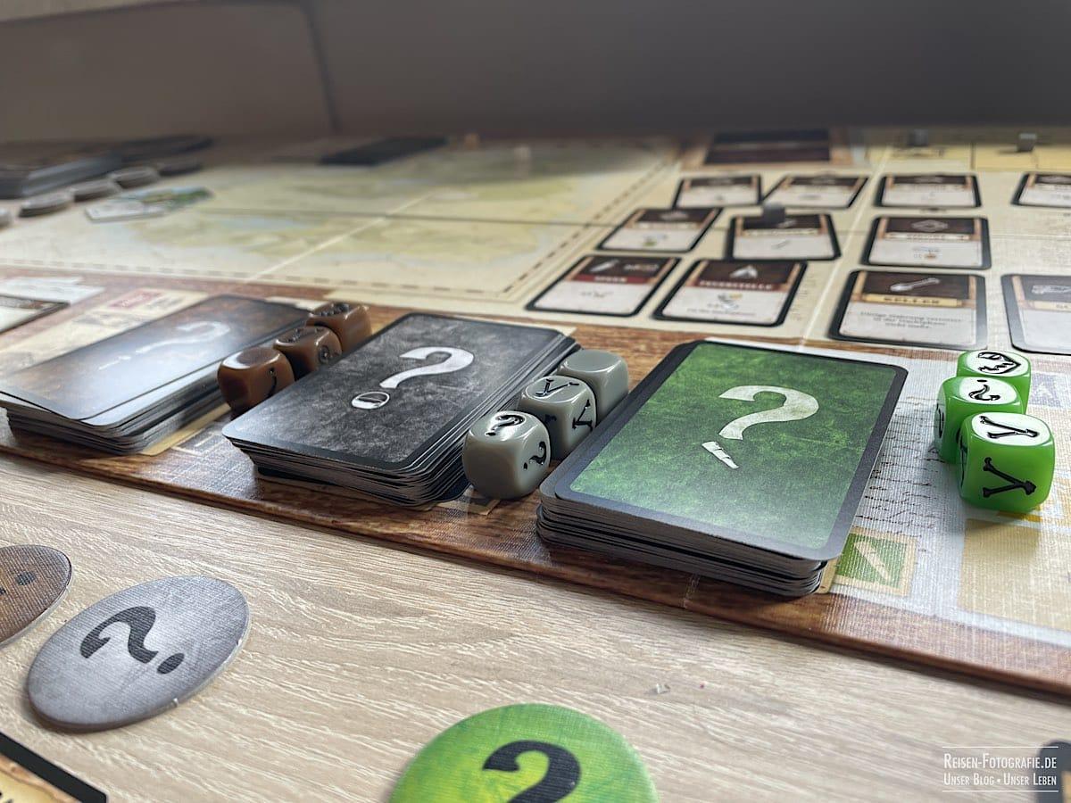 Abenteuerkarten und Würfel